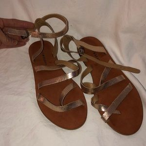 58de5cceea39 Lucky Brand ROSE GOLD strappy sandals